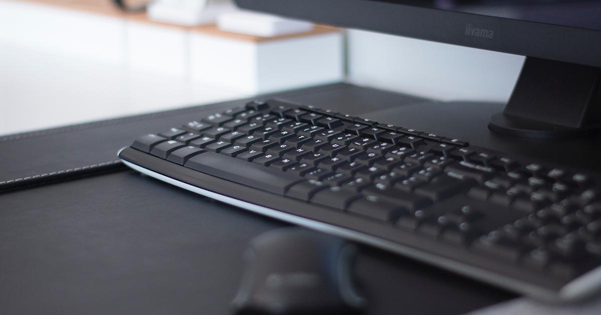 Údržba a čistenie klávesnice. Postačí vysávač či voda