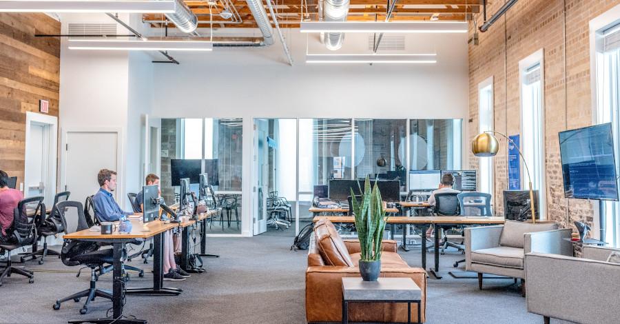 3 kroky, ako si zariadiť kanceláriu, ktorá bude podporovať vašu produktivitu