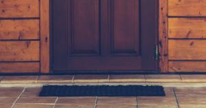Vchodové dvere netesnia? Tieto rady môžu pomôcť
